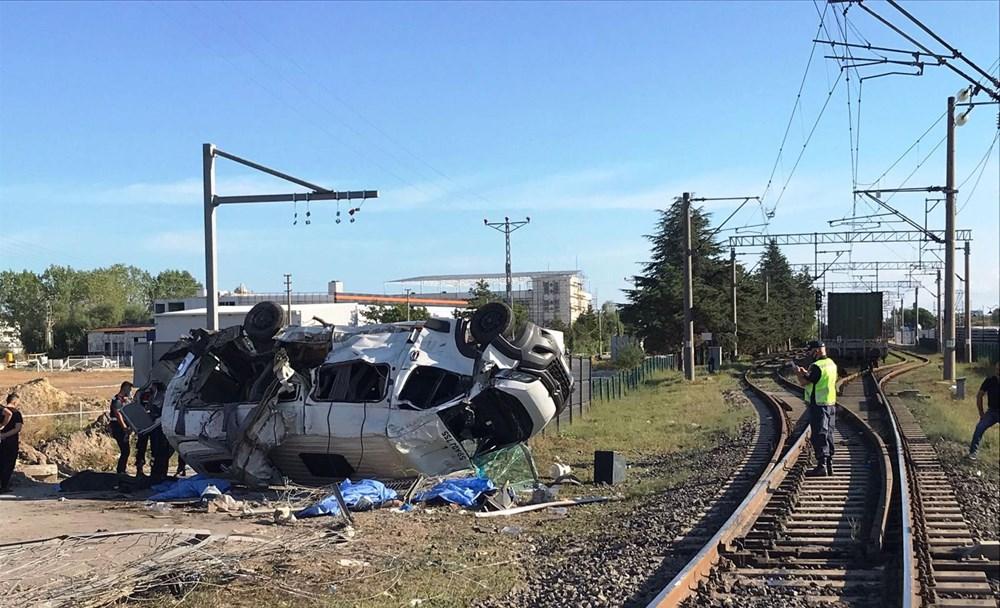 Tekirdağ'ın Ergene ilçesinde yük treni minibüse çarptı: 6 ölü - 4