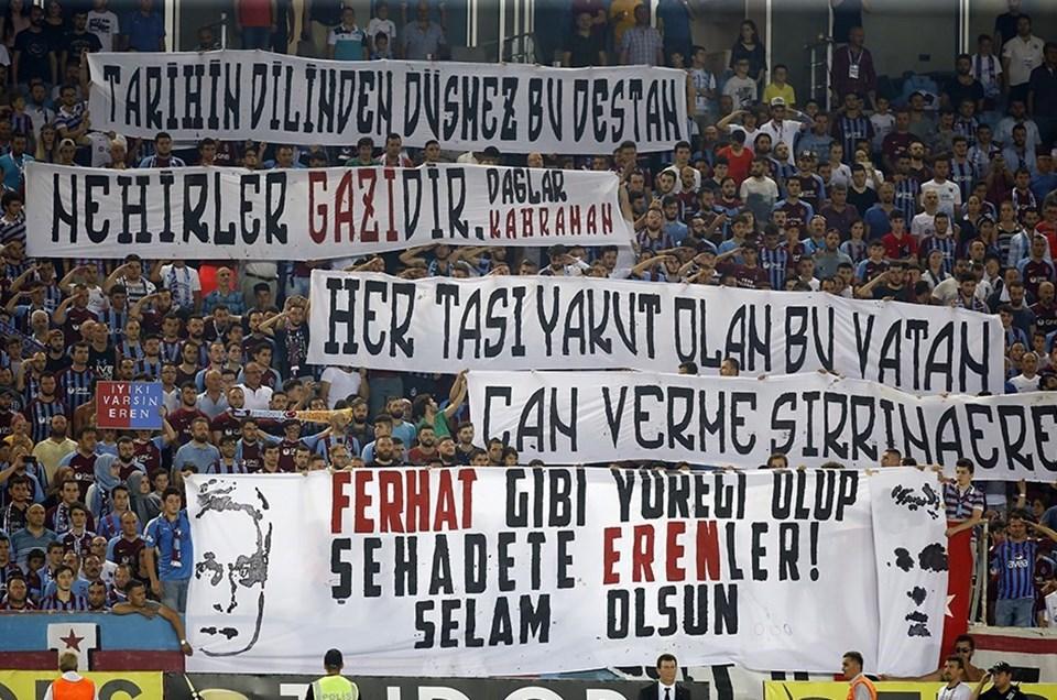 Trabzonspor tribünlerinde Eren Bülbül anısına çok sayıda pankart açıldı.