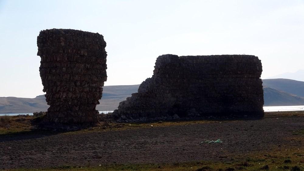 Van Gölü'nde sular çekilince tarihi Erciş Kalesi ortaya çıktı - 7