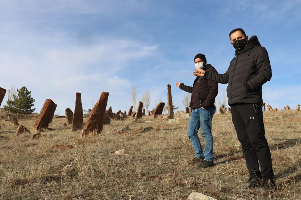 4 asırlık mezarlıktaki dev mezar taşları dikkat çekiyor - 6