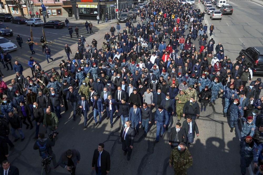Ermenistan'da darbe girişimi: Paşinyan destekçileri ve karşıtları meydanlara çıktı - 2