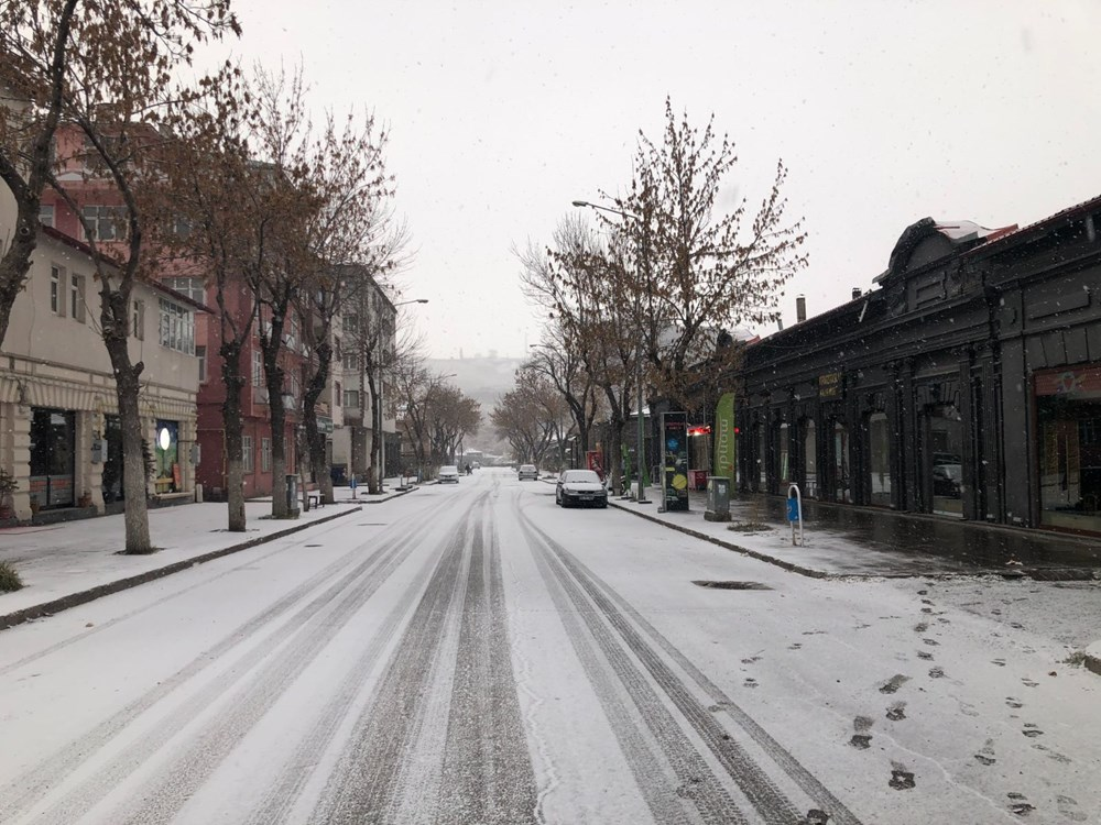 Kars merkeze mevsimin ilk karı düştü - 1