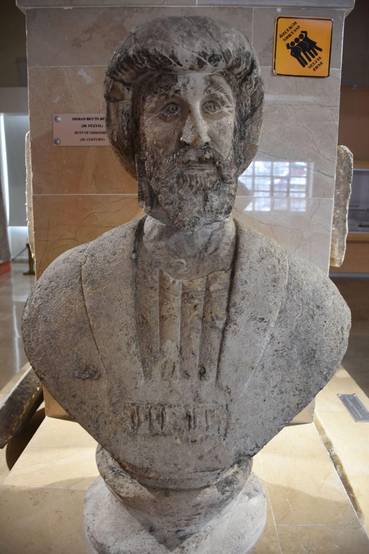 1916 yapımı Osman Gazi büst heykeli Sivas Arkeoloji Müzesi'nde - 5