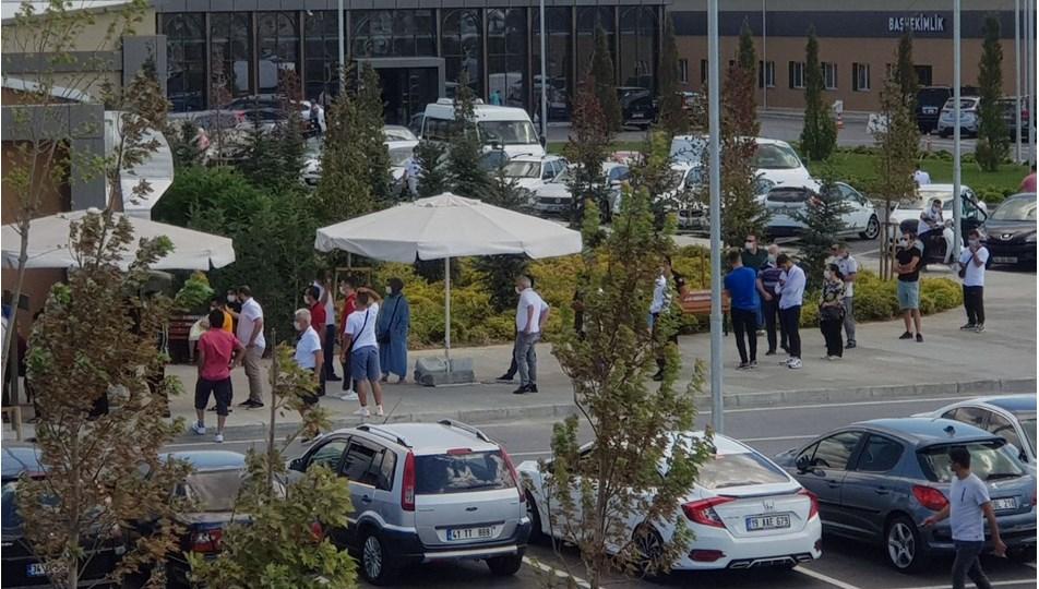 İstanbul'da hastane önünde Covid testi kuyruğu