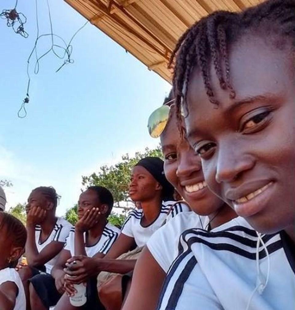 Gambiya kadın milli takım futbolcusu 19 yaşındaki Fatim Jawara sığınmacı olarak tekneyle Akdeniz'i geçmeye çalışırken yaşamını yitirdi.