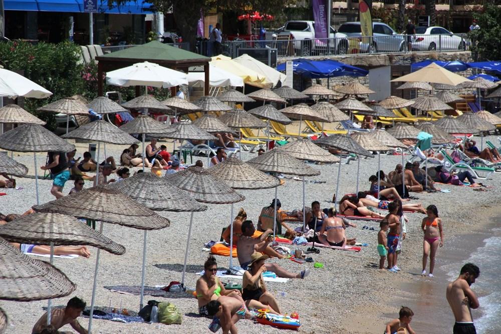 Hava sıcaklığının 32 dereceyi bulduğu Bodrum'da sahiller doldu taştı - 3