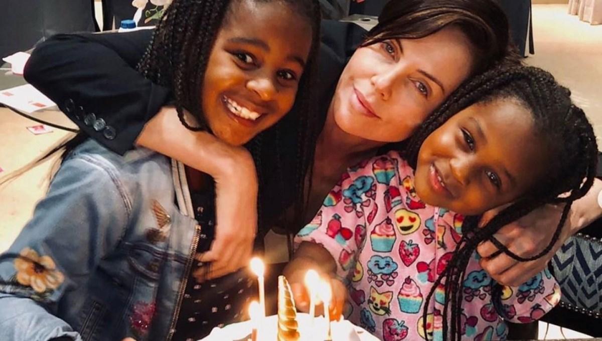 Charlize Theron'dan kızlarıyla paylaşım
