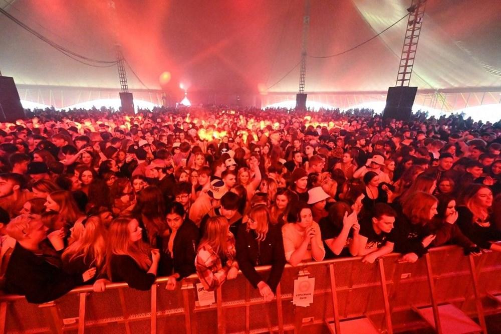 İngiltere'de aylar sonra ilk müzik festivali - 13