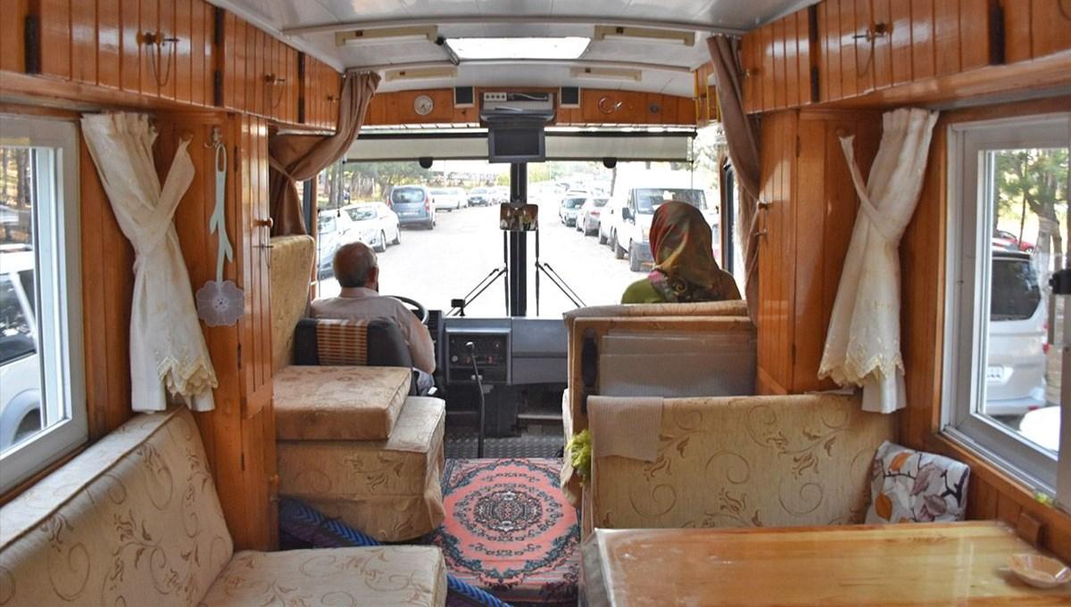 Motokaravana dönüştürdüğü eski model minibüsüyle 13 yıldır Türkiye'yi karış karış geziyor