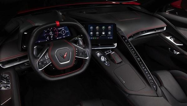 Üretilen ilk Corvette Stingray 50 katı fiyata satıldı