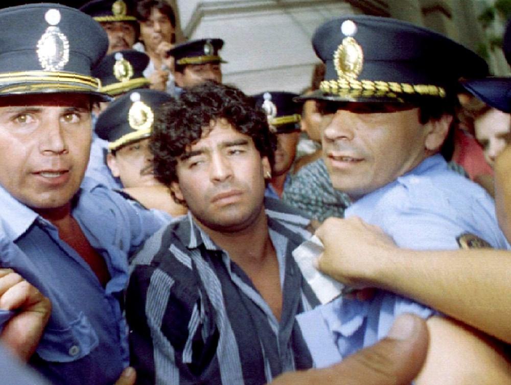 Futbol dünyasından Armando Maradona geçti - 13