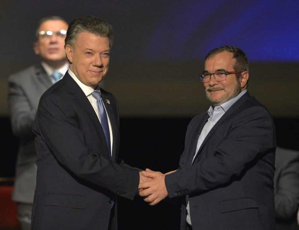 Kolombiya Devlet Başkanı Juan Manuel Santos ve FARC lideriRodrigo Londono