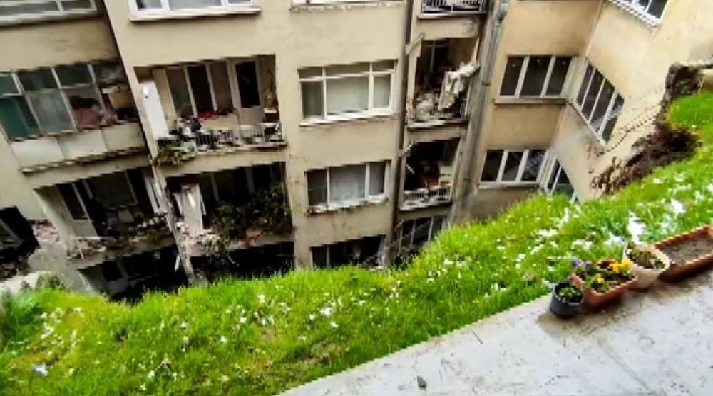 Bursa'da istinat duvarı çöktü: 3 apartman tahliye edildi - 1