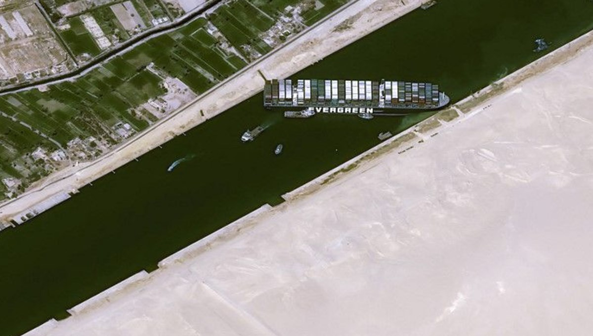 Mısır, Süveyş Kanalı'nı tıkayan gemi için istediği tazminat miktarını 916 milyondan 550 milyon dolara indirdi