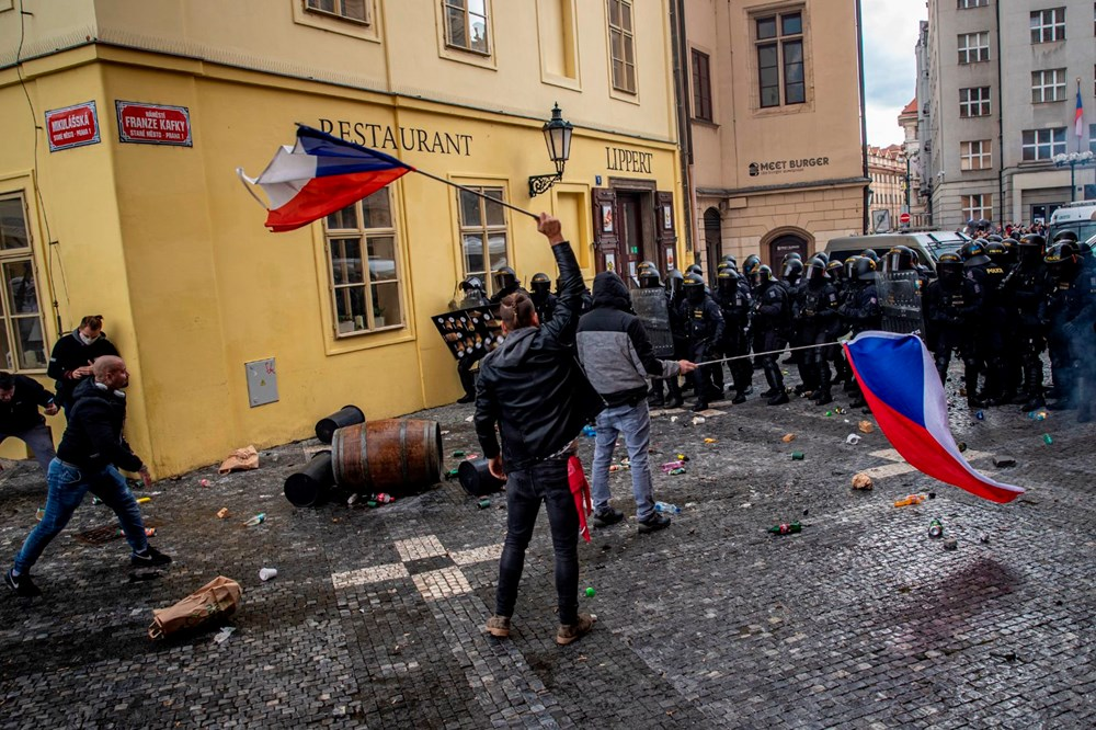 Çekya'da corona virüs önlemleri karşıtı gösteriye müdahale - 8