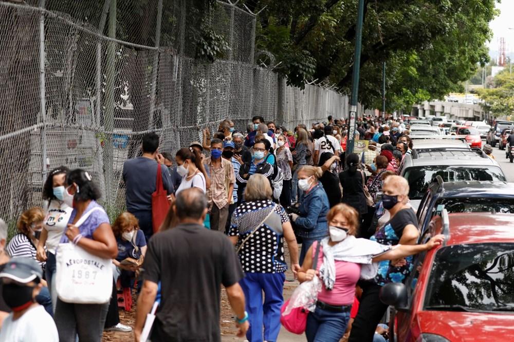 Venezuela'da aşılama başladı: 400 metre kuyruk - 2