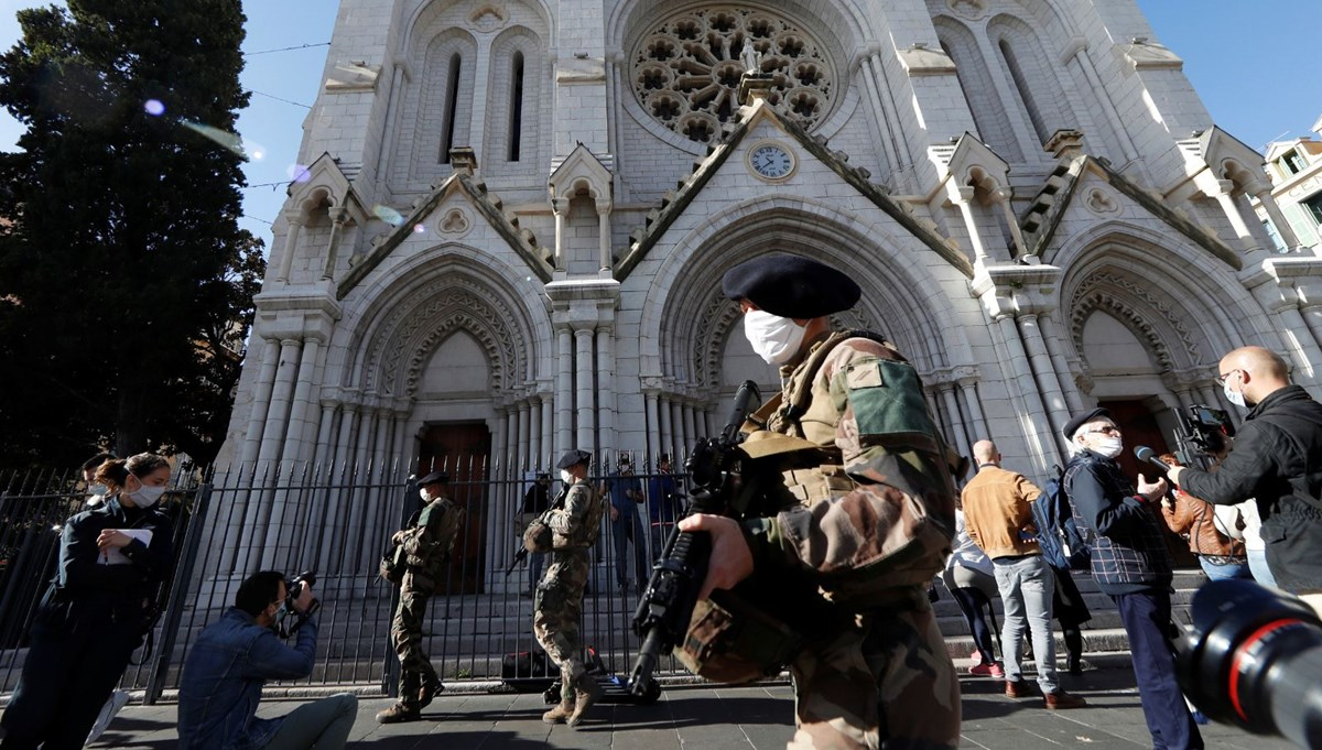 Fransa'nın Nice kentinde düzenlenen saldırıya ilişkin gözaltına alınanların sayısı 3'e yükseldi