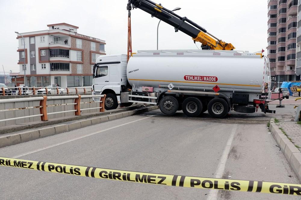 El freni çekilmeyen tanker alt geçit korkuluklarında asılı kaldı - 4