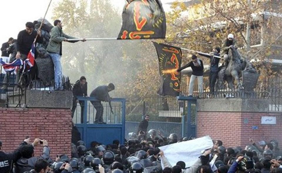 İngiltere 2011 yılında İran'ın başkenti Tahran'daki diplomatik temsilciliklerinin, bir grup öğrenci tarafından basılmasının ve altı elçilik görevlisinin rehin alınmasının ardından Tahran'daki büyükelçiliğini kapattığını açıklamıştı.