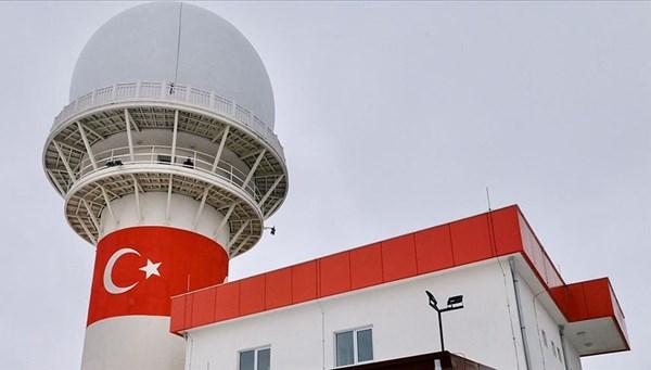 Türkiye'nin ilk sivil havacılık amaçlı yaklaşım radar sistemi Milli Gözetim Radarı, Gaziantep Havalimanı'na kuruldu, test aşamasının ardından hizmete başlayacak.