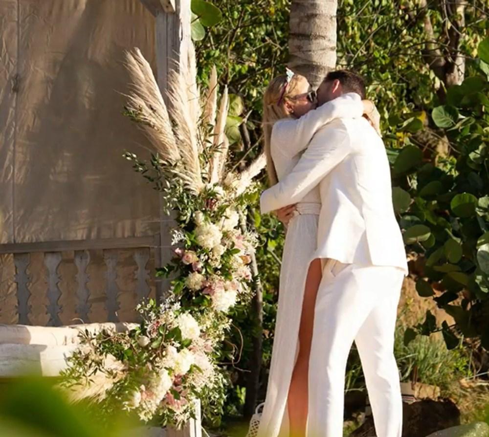 Paris Hilton doğum gününde nişanlandı - 1