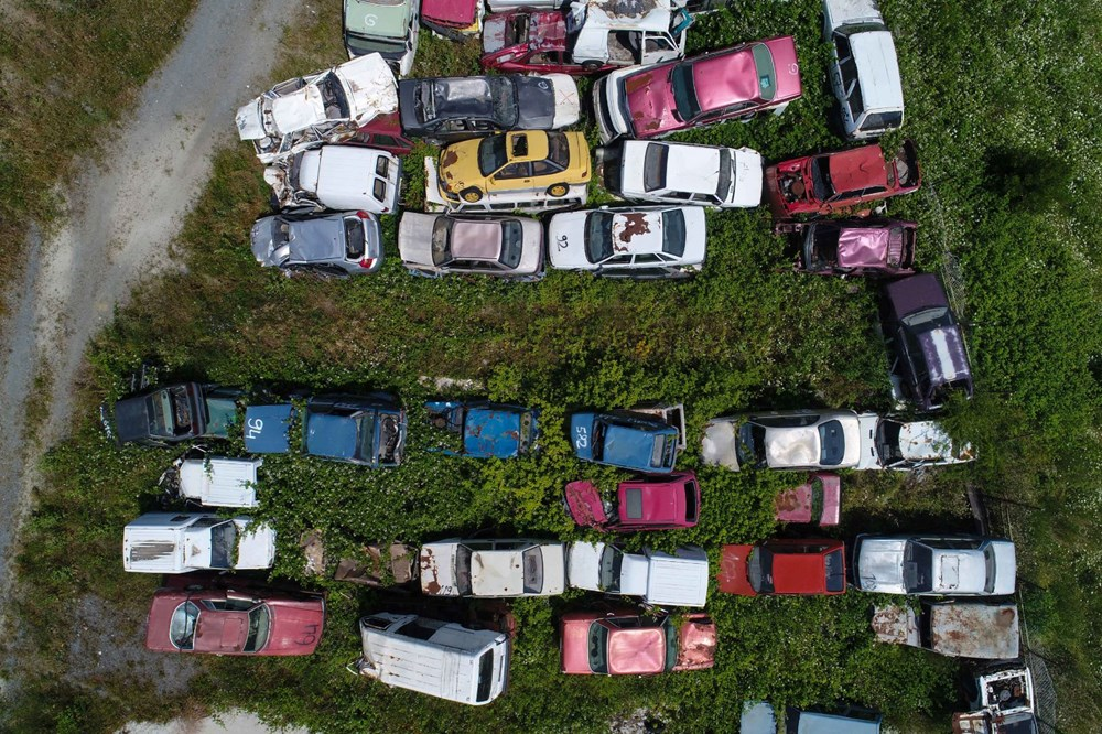 Servet değerindeki otomobiller çürümeye terk edildi - 6