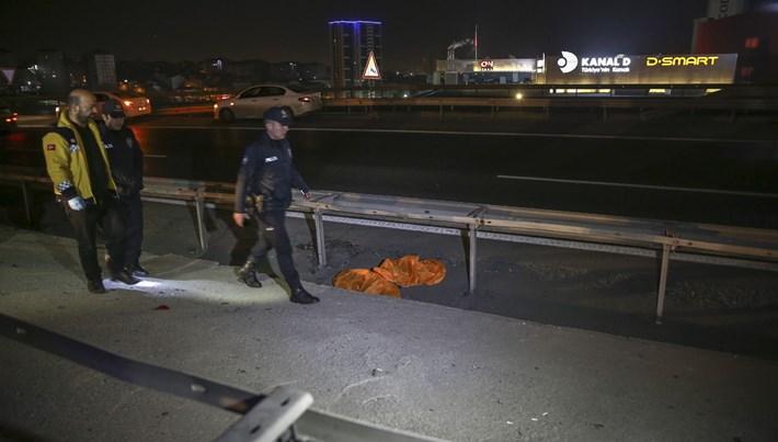 İstanbul'da bariyerlere çarpan motosikletin sürücüsü öldü