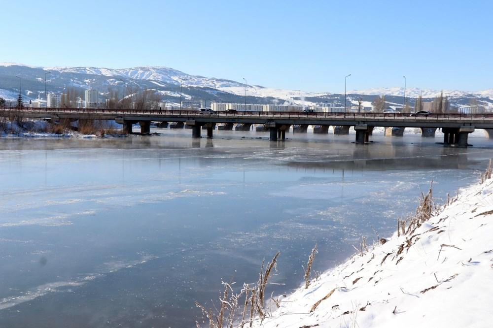 Türkiye'nin en soğuk yeri Sivas Altınyayla oldu, Kızılırmak kısmen buz tuttu - 12