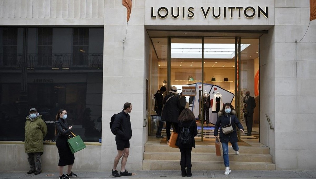 Two new travel books from fashion giant Louis Vuitton