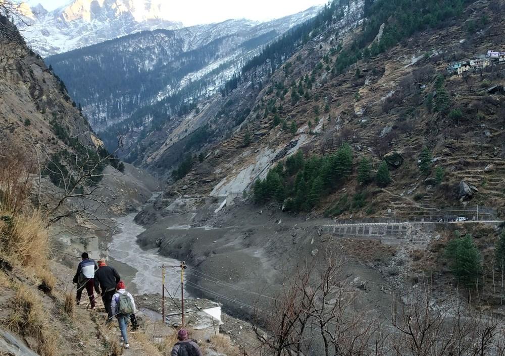 Hindistan'da nehre düşen buz kütlesi sele neden oldu: 170 kayıp, 14 ölü - 5
