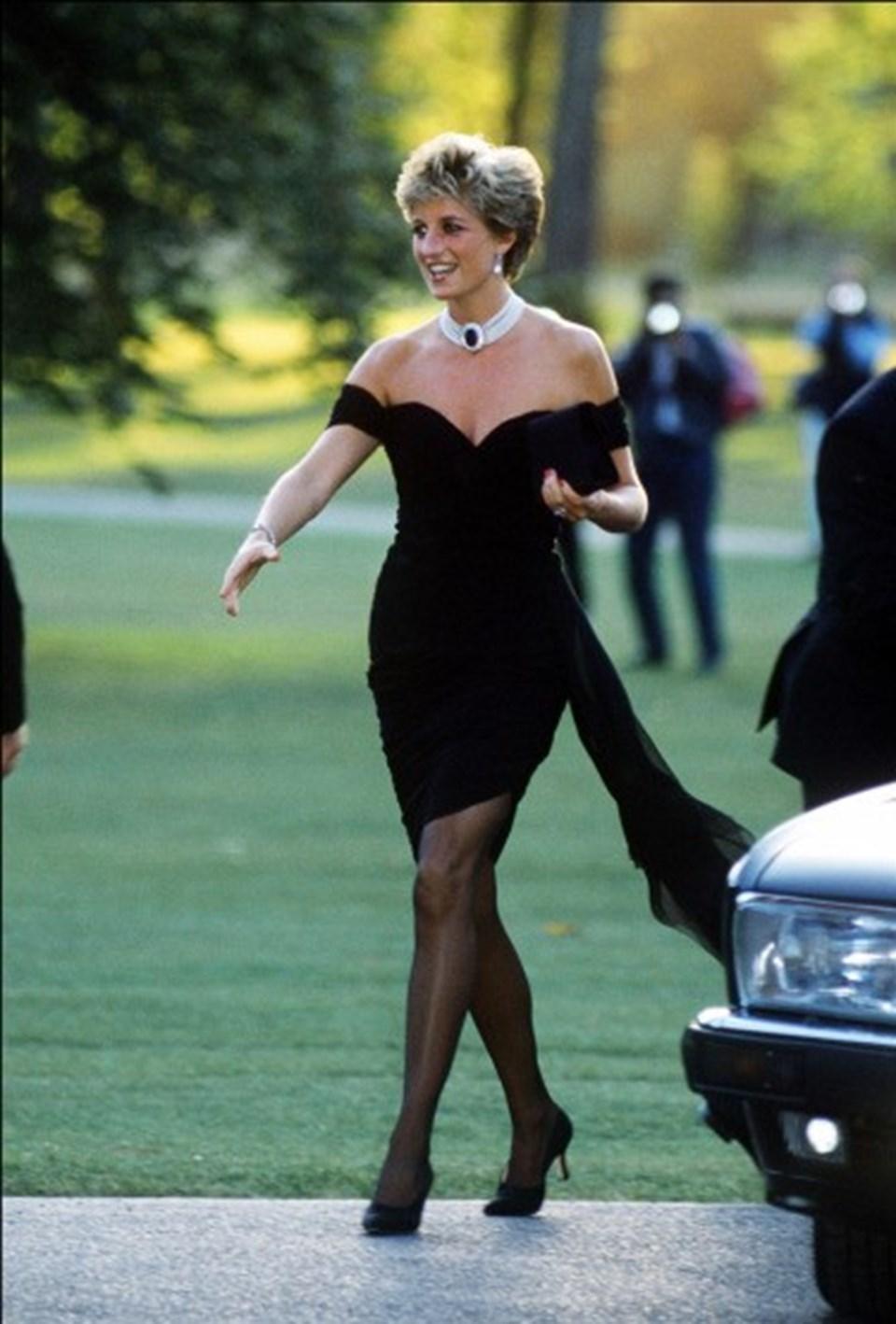 Lady Diana'nın İntikam Elbisesi olarak anılanChristina Stambolian tasarımlı elbisesi