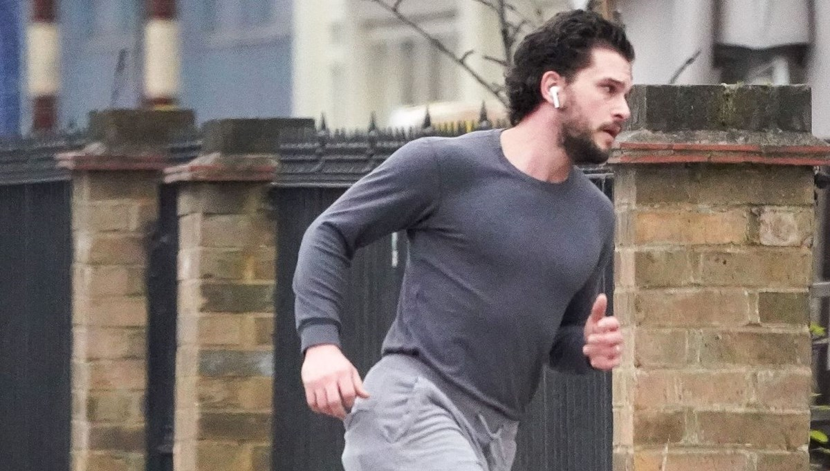 Kit Harington karantinada koşu yaparken görüntülendi