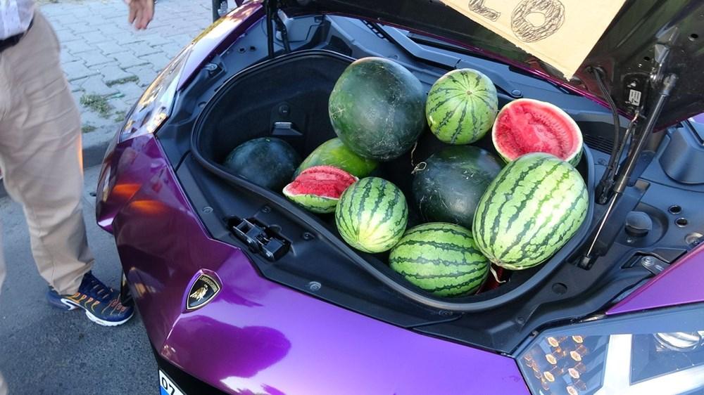 Beyoğlu'nda lüks otomobilde 5 liraya karpuz sattı - 3