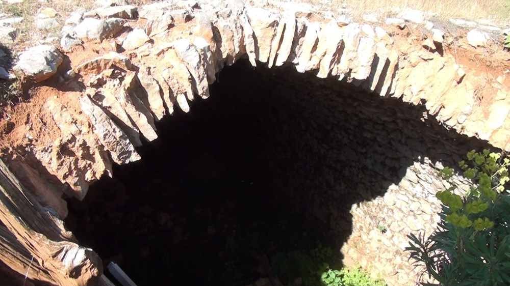 Tarihi Nodar Han ve hana ait kemerli kuyu define avcıları tarafından talan edildi - 4