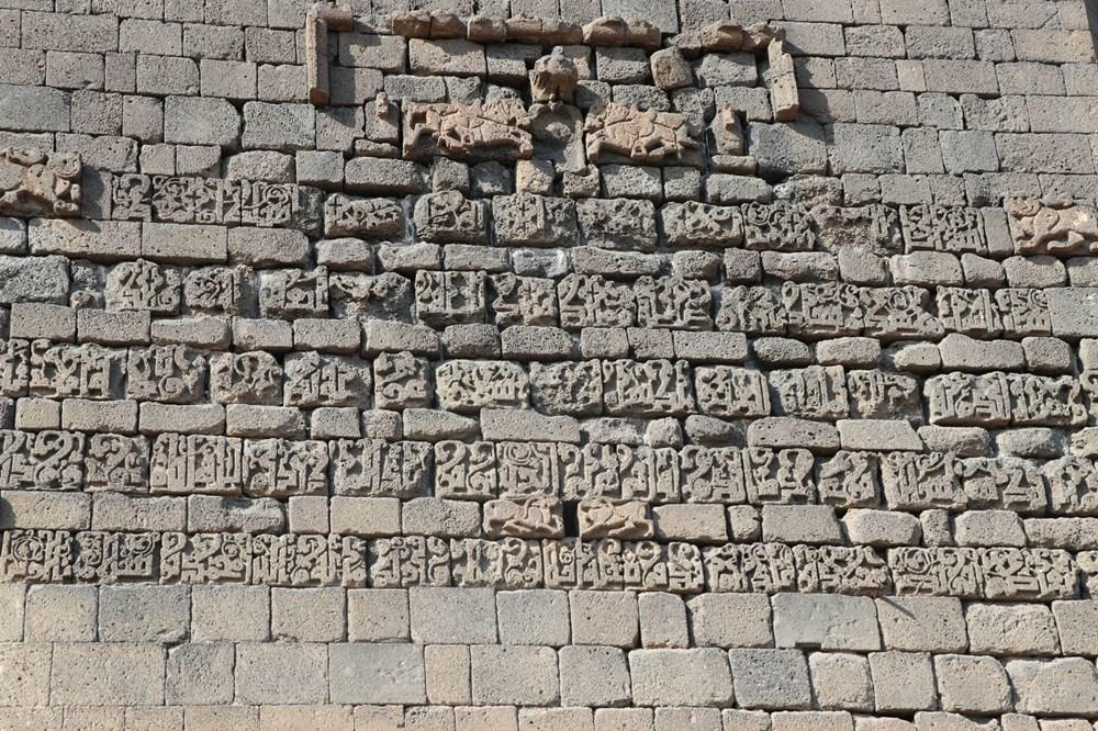 Diyarbakır'da gecekonduların yıkılmasıyla kitabe ve nişler ortaya çıktı - 8