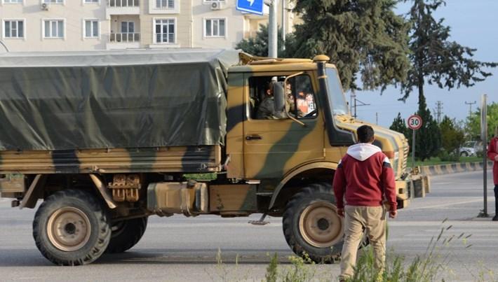 Suriye sınırına zırhlı ve sinyal kesici araç sevkiyatı