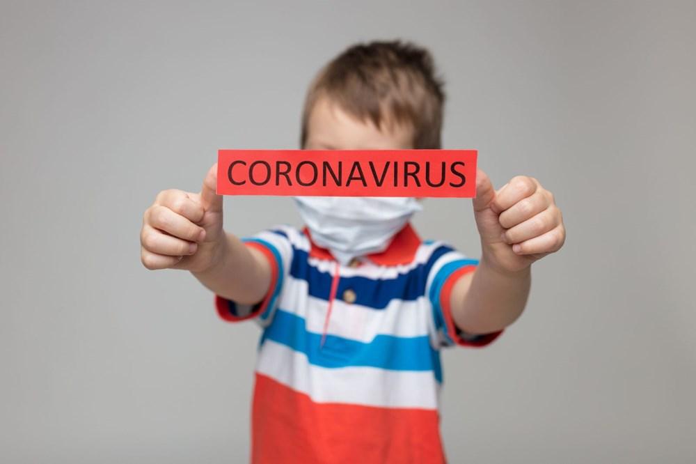 """<p>Southampton Üniversitesi'nde çocuk doktoru olan Graham Roberts şöyle açıklıyor: """"Çocuklar Covid-19 nedeniyle üst solunum yollarından (burun, ağız ve boğazlar) ağırlıklı olarak etkileniyor. Bu nedenle alt solunum yollarına, yani akciğerlere erişmek ve yetişkin hastalarda gördüğümüz pnömoni ve hayatı tehdit eden Sars bulguları onlarda sıklıkla rastlanılmıyor.""""</p> <p></p>"""