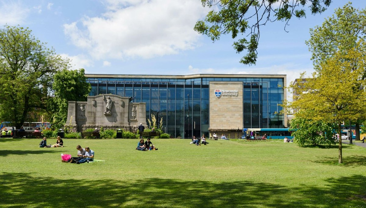 İngiltere'deki Newcastle Üniversitesi'nde corona virüs alarmı: Binden fazla vaka