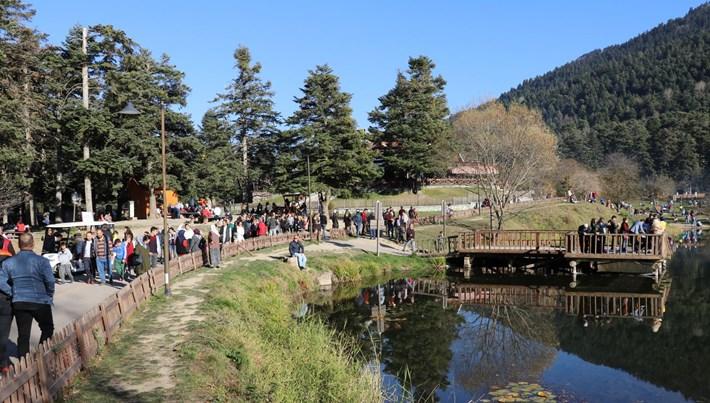 Gölcük Tabiat Parkı'na ara tatil nedeniyle yoğun ilgi