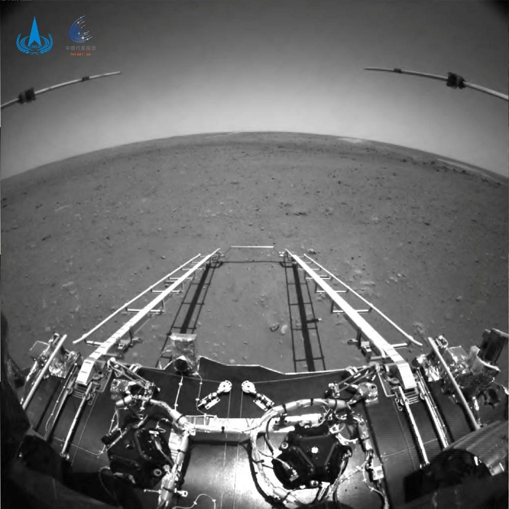 Çin'in uzay aracı Zhurong, Mars'ta ilk sürüşünü gerçekleştirdi - 1
