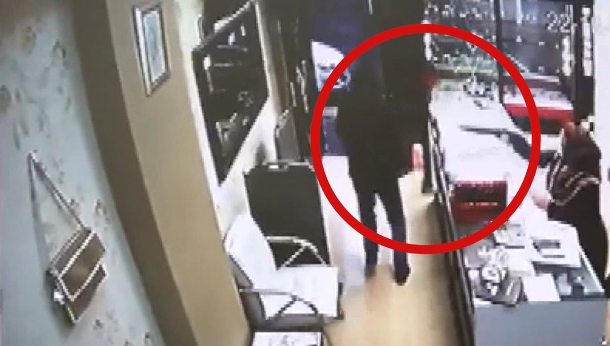 Yaşlı kadın soyguncuları pompalı tüfekle kaçırdı