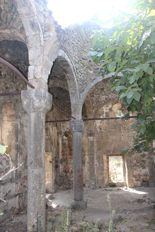 Defineciler tarihi kiliseyi talan etti - 10