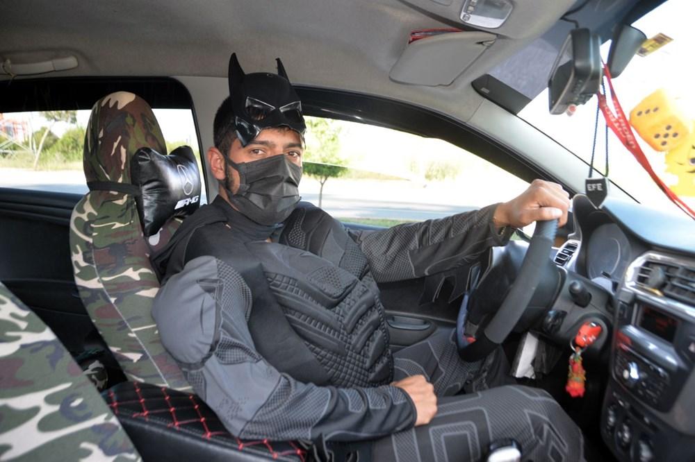 Taksici Batman: Süper kahraman kostümüyle direksiyon başında - 4