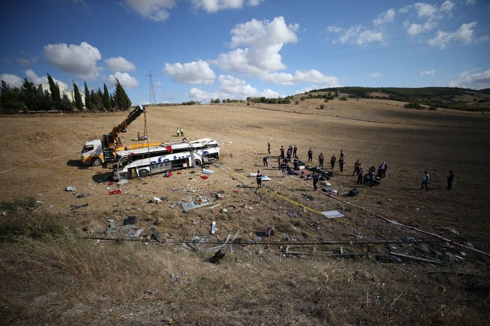 Balıkesir'de yolcu otobüsü devrildi: 15 kişi hayatını kaybetti - 44