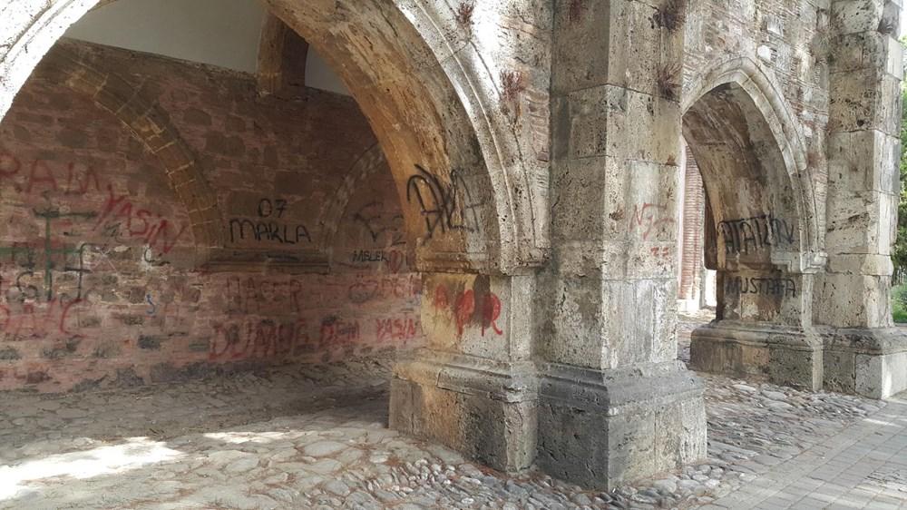 Tarihi Cihanoğlu Külliyesi'nin duvarlarına yazı yazılmasına tepki - 13