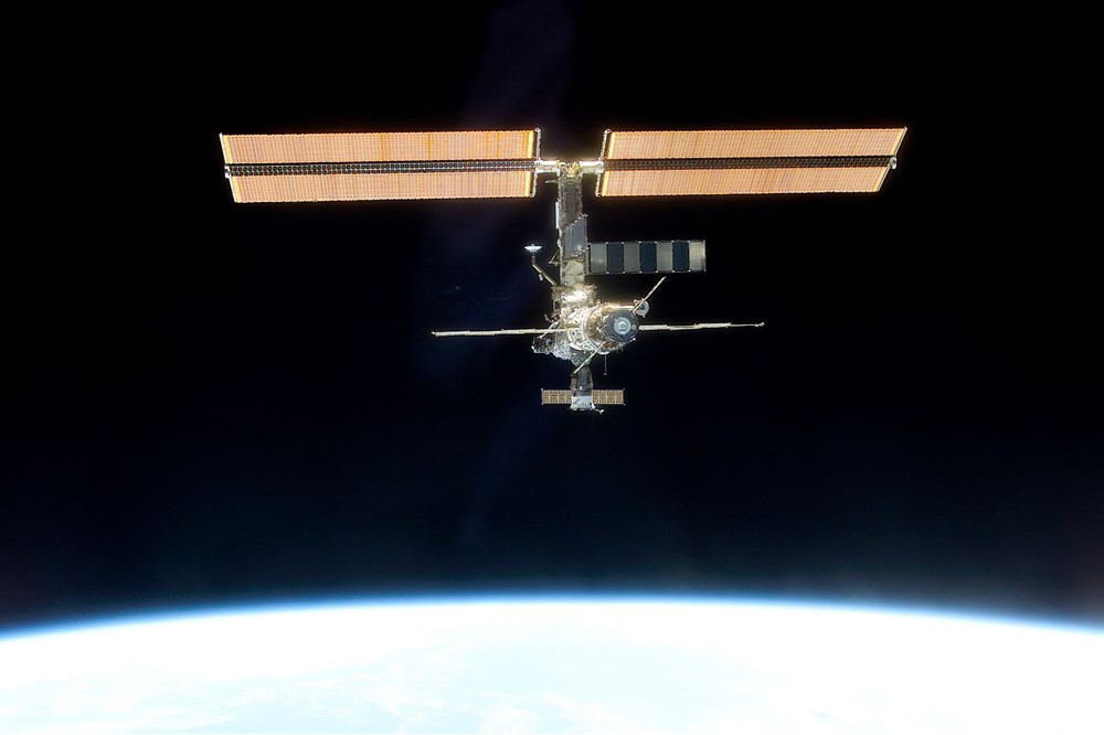 Russian cosmonauts discover new cracks on International Space Station - 4