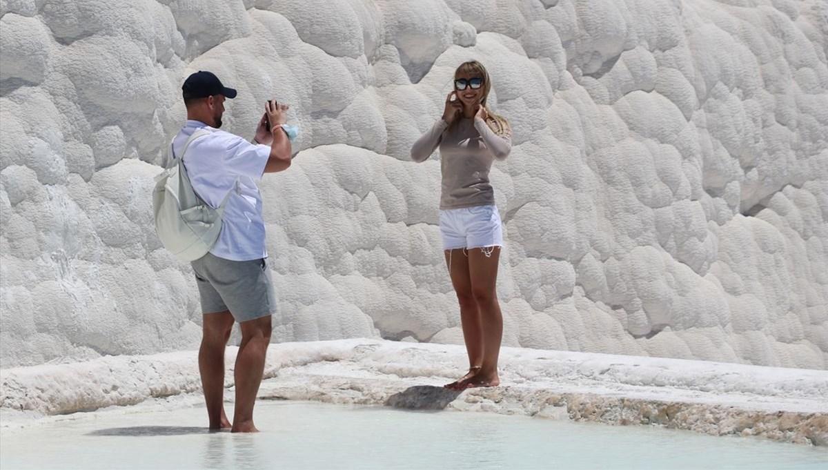 Beyaz travertenleriyle doğa ve tarihin buluştuğu yer: Pamukkale