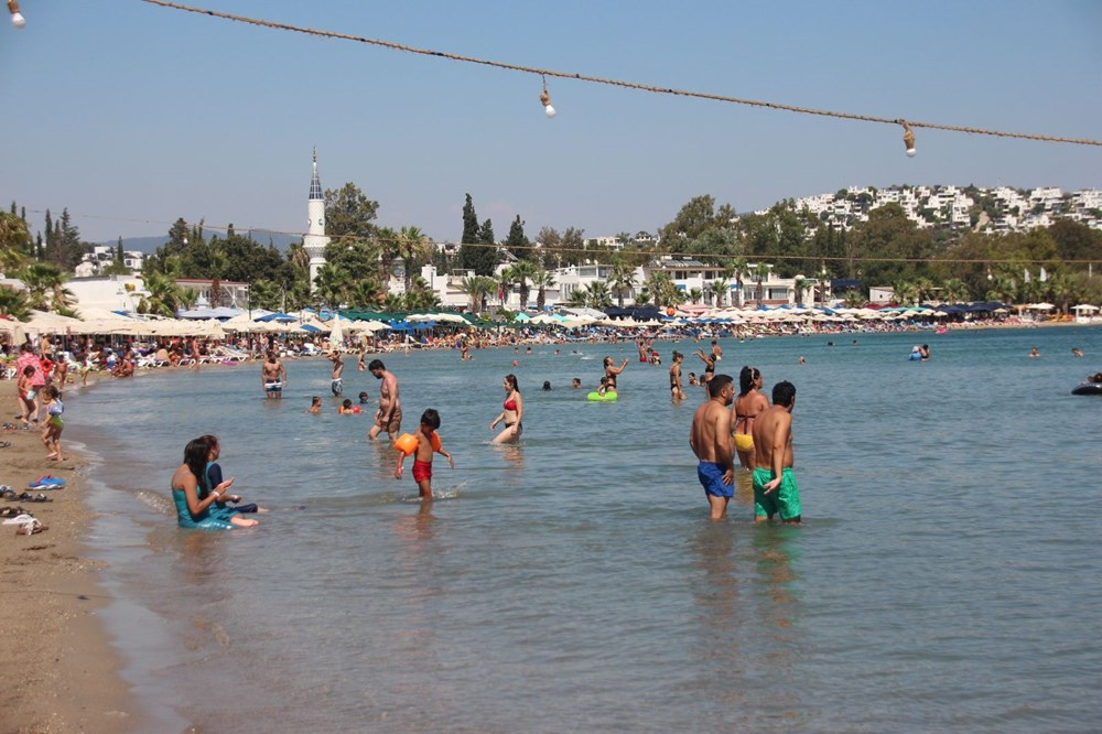 Bodrum'da hem sahiller hem yollar doldu - 5