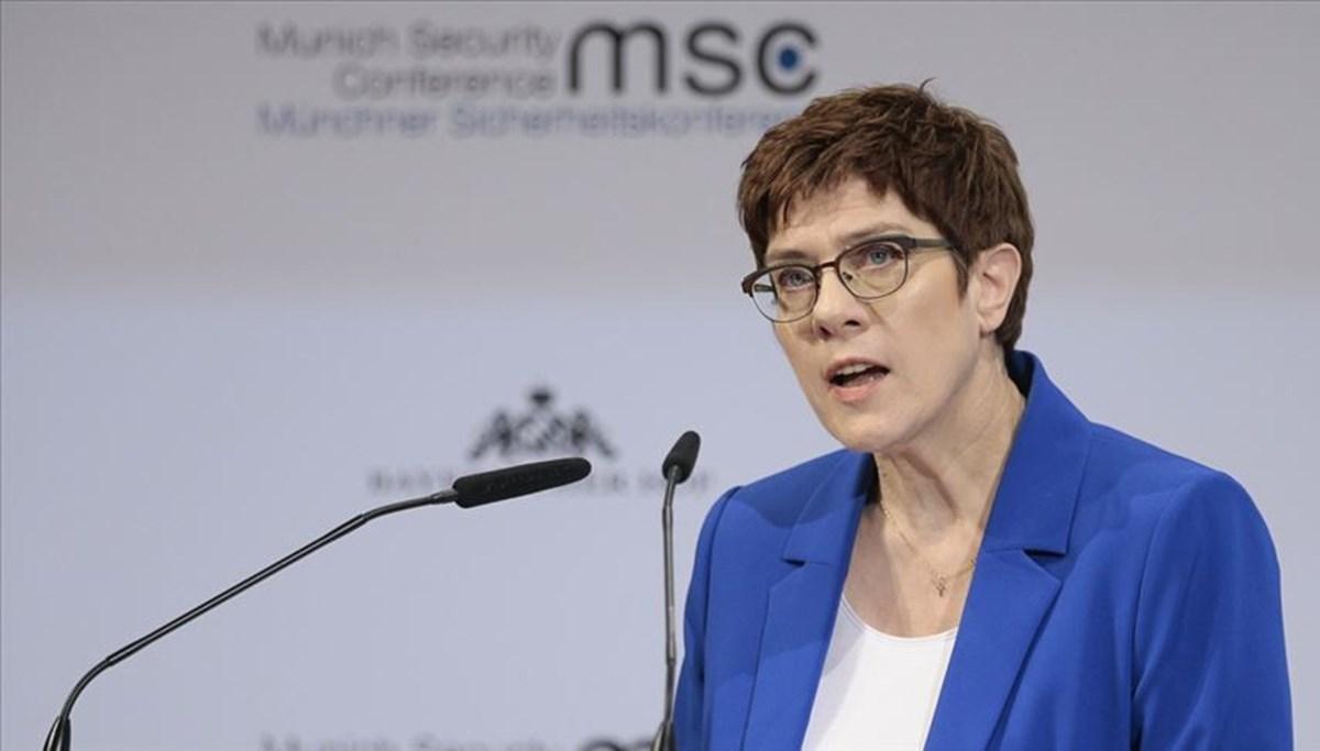 Almanya Savunma Bakanı: ABD'nin nükleer silahları olmadan Avrupa kendisini koruyamaz