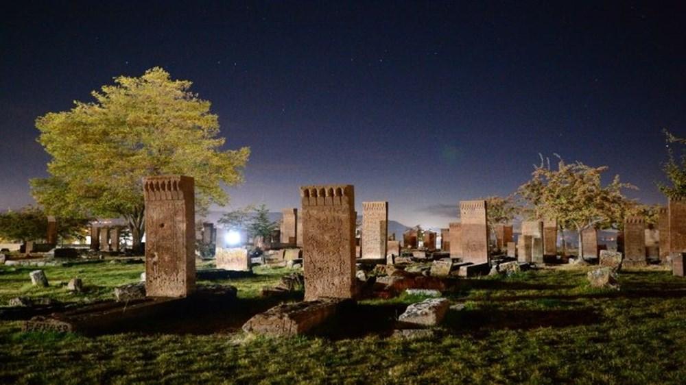 Dünyanın en büyük Türk-İslam mezarlığı: Ahlat Selçuklu Meydan Mezarlığı - 3